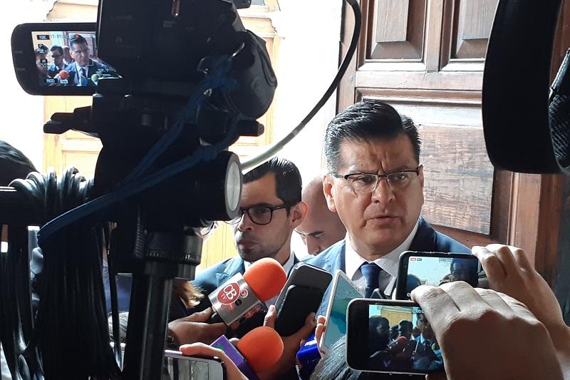 Corona Martínez aseguró que va muy avanzada la revisión de perfiles propuestos por los alcaldes de Michoacán para las direcciones de Seguridad Pública; indicó que se lleva un avance del 75% (FOTO: NICOLÁS CASIMIRO)