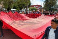 Los manifestantes conmemoraron el sexto aniversario de que según ellos fueron reprimidos por la Policía Federal y la Policía Estatal cuando robaron y quemaron decenas de vehículos
