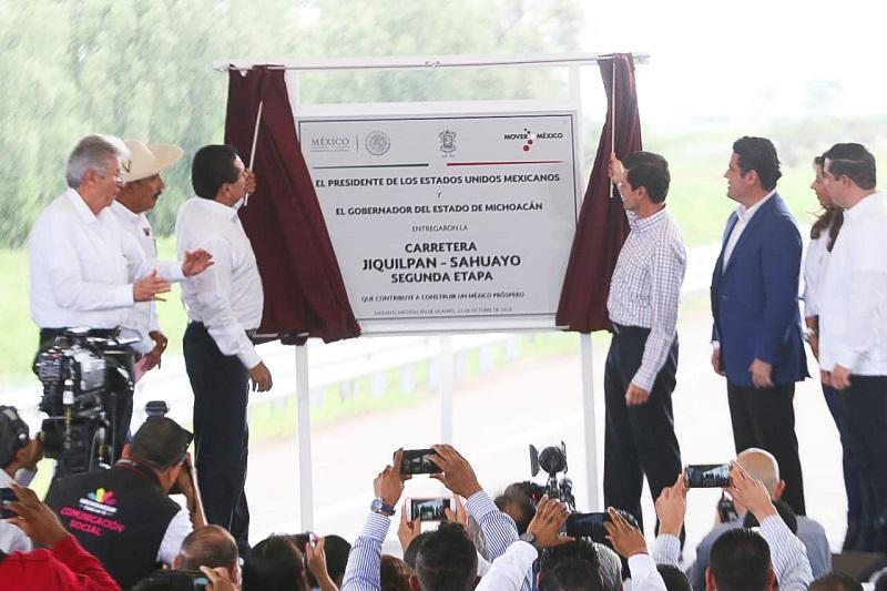 El Gobierno de la República destinó en seis años a Michoacán 45 mil millones de pesos en infraestructura, destaca el presidente Peña Nieto