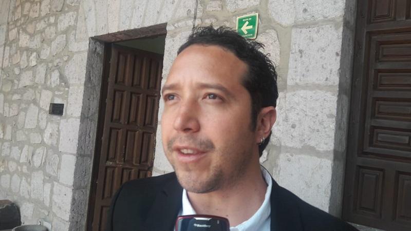Aunque ya ha pasado más de mes y medio que inició esta administración, Godoy González apenas reconoció los problemas que enfrentan todos los días los automovilistas, debido a autos estacionados en lugar prohibido