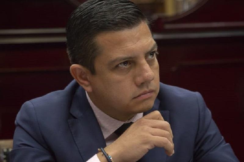 Escobar Ledesma indicó que desde el Congreso local se promoverán iniciativas que permitan el acceso a todos los michoacanos a una atención médica de calidad