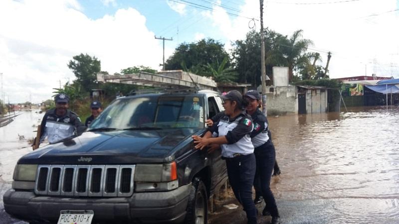 """""""Willa"""", huracán categoría 5, ha generado inundaciones y encharcamientos graves en al menos 20 colonias de Morelia, a donde se han desplazado brigadas de distintas instituciones"""