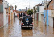 El rescate de personas y animales atrapados, el traslado a albergues, la dotación de alimentos, retirar basura y el apoyo en limpieza y desazolve, además de sobrevuelos de reconocimiento, fueron parte de las funciones de la Policía Michoacán durante esta jornada