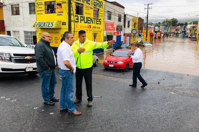 Mientras tanto, autoridades municipales, anunciaron que la Dirección de Enlace Ciudadano y el Sistema DIF Morelia hay pusieron en operación un refugio temporal en el Auditorio Servando Chávez Hernández