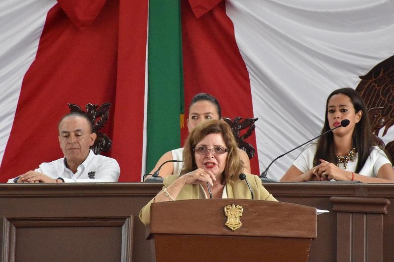 La congresista urgió a dinamizar la economía, fuentes de empleo, campo, y ejemplificó con la producción de limón en el municipio de Apatzingán, que a decir de la parlamentaria, no es suficiente como única fuente de ingresos