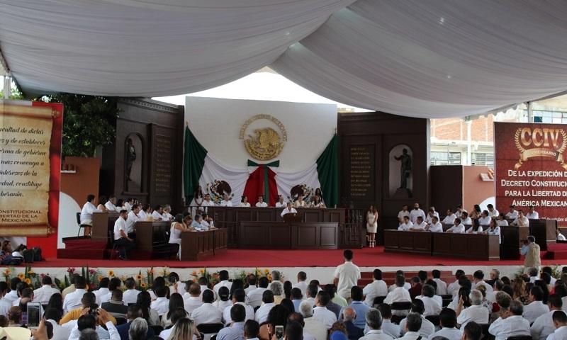 El Grupo Parlamentario de Acción Nacional, más allá de cuestiones ideológicas, reconoce la lucha democrática que a través de los años ha realizado Cárdenas Solórzano, tanto en la vida política de Michoacán como en la del país: Javier Estrada