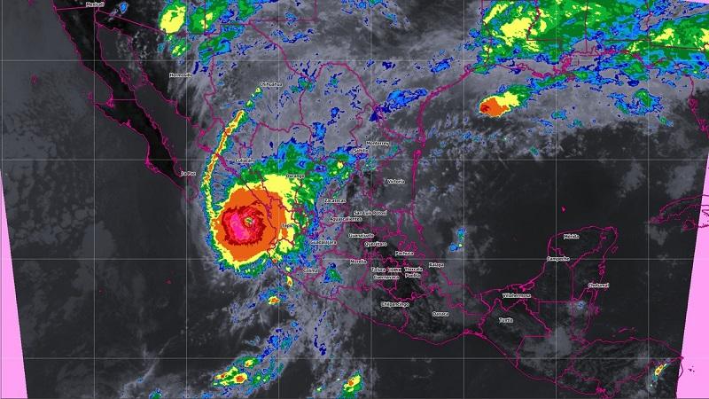 Según los pronósticos del Servicio Meteorológico Nacional, estas condiciones mantendrán el potencial de tormentas puntuales intensas (75 a 150 mm) en gran parte de la región costa del estado