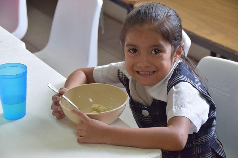 Lo anterior es el resultado de los acuerdos asumidos por el Comité de Emergencia, en el marco del cual se asignó al Sistema DIF Michoacán la entrega de estos apoyos