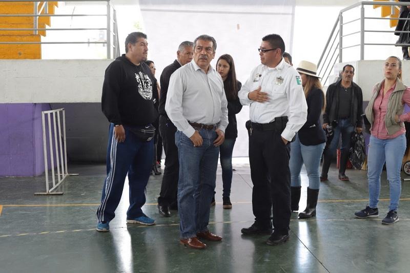 Morón Orozco acompañado por el encargado de la política interna, Humberto Arroniz Reyes y el secretario de Desarrollo Humano, Roberto Reyes Cosari instó a cada área municipal a coordinarse con el centro de mando instalado la noche del pasado lunes para fortalecer áreas de aseo y de prevención de enfermedades
