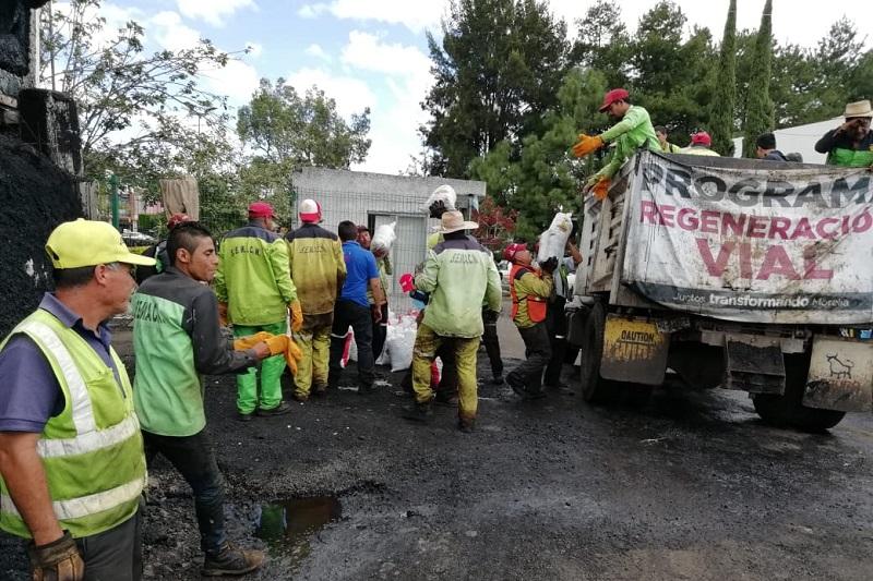 Las quejas por el mal estado de las calles se incrementan cada día, pero las lluvias no dan tregua y los trabajos no pueden llevarse a cabo por que al estar mojado o húmedo el piso