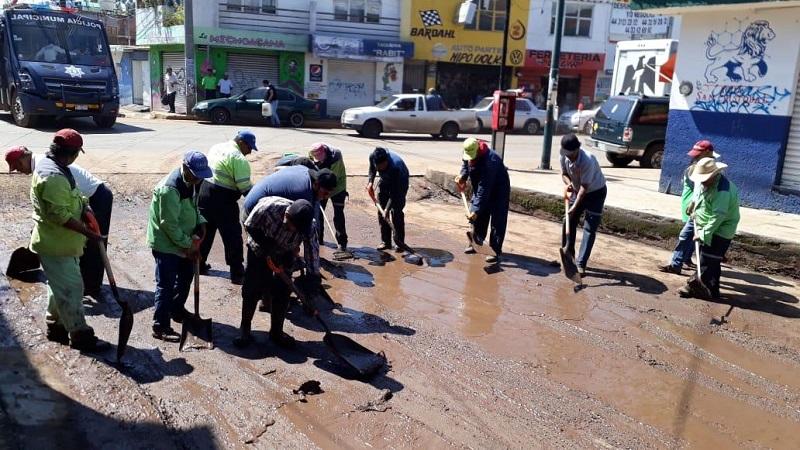 Baltierra Sánchez, puntualizó que participan las Direcciones de Residuos Sólidos e Imagen Urbana, quienes cuentan con las brigadas y herramientas suficientes para responder a las necesidades que se presenten