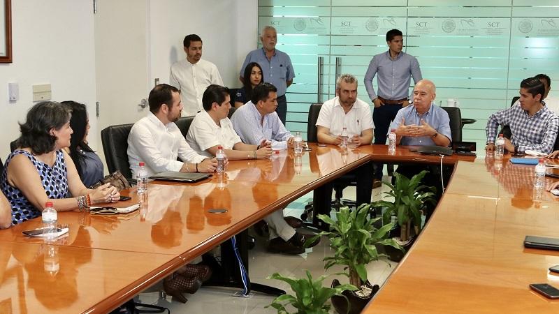 La presidenta municipal María Itzé Camacho Zapiain, así como los empresarios locales, manifestaron su voluntad de cerrar filas para acelerar el desarrollo de la ZEE Lázaro Cárdenas-La Unión