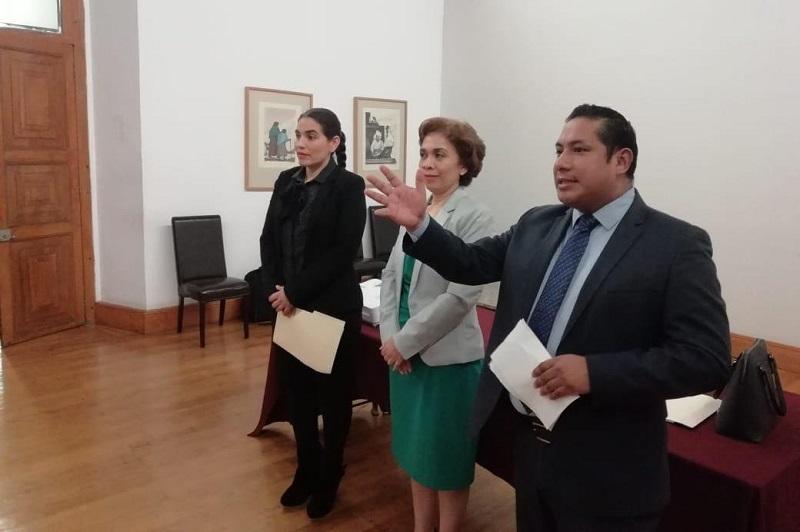Durante el encuentro realizado en el salón Galerías de Palacio de Gobierno, el director general del Instituto de la Defensoría , Marco Aurelio Nava Cervantes, agradeció la disposición de la principal exponente para la tarde, la juez María Guadalupe Maldonado