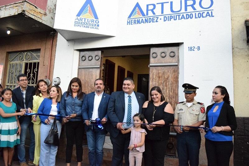 Se abrirán las puertas de tres casas de enlace; Tangancícuaro, Jacona y Zacapu, en las cuales el diputado local atenderá de manera directa dos veces al mes: Hernández Vázquez