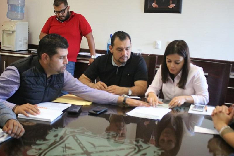Entrega Octavio Ocampo a nombre de la LXXIV Legislatura, recursos para damnificados de Peribán