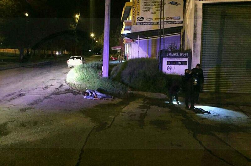 La víctima fue auxiliada por paramédicos de distintas corporaciones y canalizada a un hospital en una ambulancia de SCPAH, siendo escoltados por elementos de la Policía Michoacán