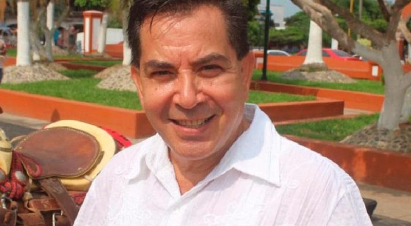 Martín Cisneros era propietario de una agencia de viajes y fue Director de Ferias y Exposiciones en el municipio de Apatzingán en la administración de César Chávez