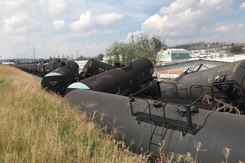 Estos tanques regularmente transportan combustóleo para barcos hasta el puerto de Lázaro Cárdenas, pero se encontraban vacíos