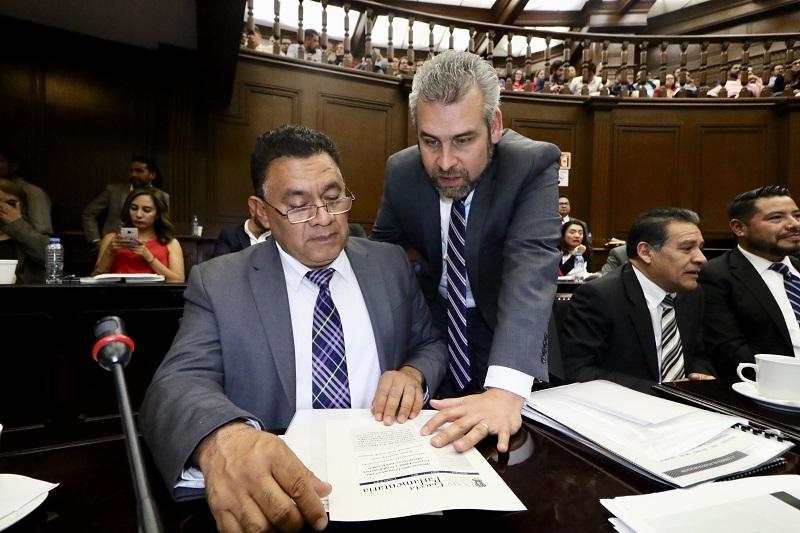 La propuesta presentada al pleno de la LXXIV Legislatura por el Grupo Parlamentario de Morena atiende disposiciones emanadas de las reformas a los artículos 102 de la Constitución Política de los Estados Unidos Mexicanos y 100 de la Constitución Política de Michoacán