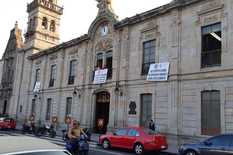 Serna González recibió la notificación de la autoridad federal sobre el otorgamiento de un apoyo especial que permitirá cubrir el adeudo pendiente de 40 por ciento relacionado con la primera quincena de octubre y completar para el pago de la segunda quincena del mismo mes