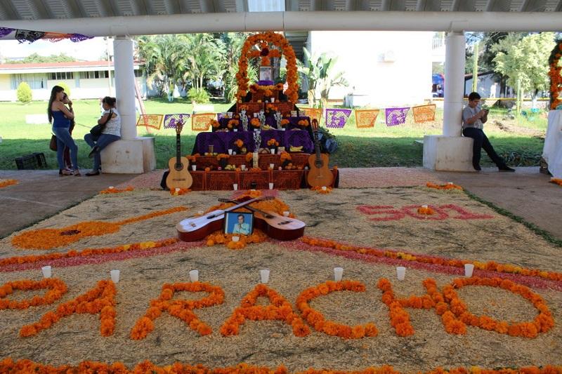 Estudiantes del Colegio de Educación Profesional Técnica preservan tradiciones de Día de Muertos