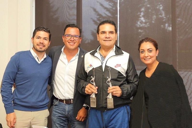 """El titular del Ejecutivo hizo un reconocimiento a todo el equipo de la CGCS tras la entrega de dos galardones al Gobierno de Michoacán en los Premios Reed Latino 2018, por las campañas """"No es Normal"""" y la de """"Valores, Está en Ti, Está en Mí"""""""