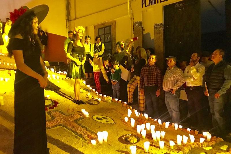 Tacámbaro continúa trabajando por la difusión de sus tradiciones, con la exposición del altar más grande de Michoacán