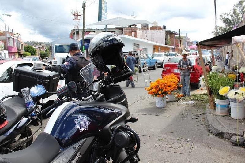 La Comisionada de Seguridad precisó que no se permitirá el estacionamiento en calles aledañas al Panteón Municipal, a fin de contar con espacios despejados para el flujo peatonal