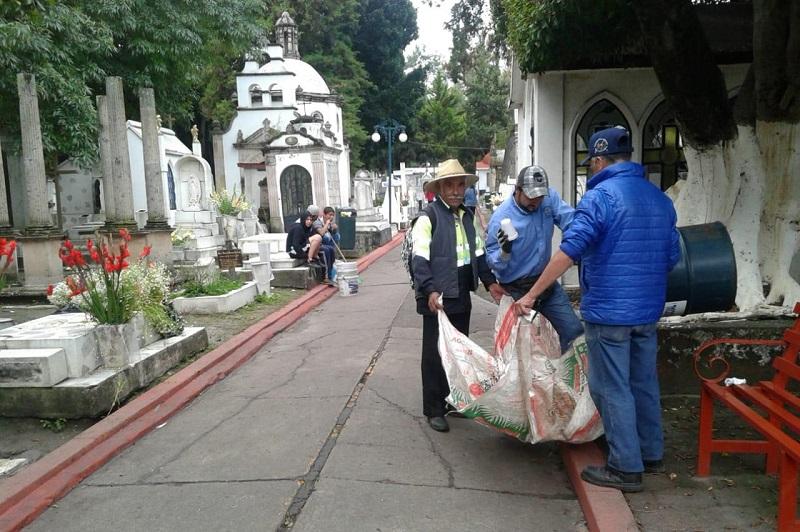 Ramón Baltierra Sánchez, titular de la referida instancia municipal, informó que el último corte de la Dirección de Residuos Sólidos, da cuenta de 70 toneladas de basura recolectada en el Primer Cuadro de la ciudad, el Panteón Municipal y la Tenencia de Santa María
