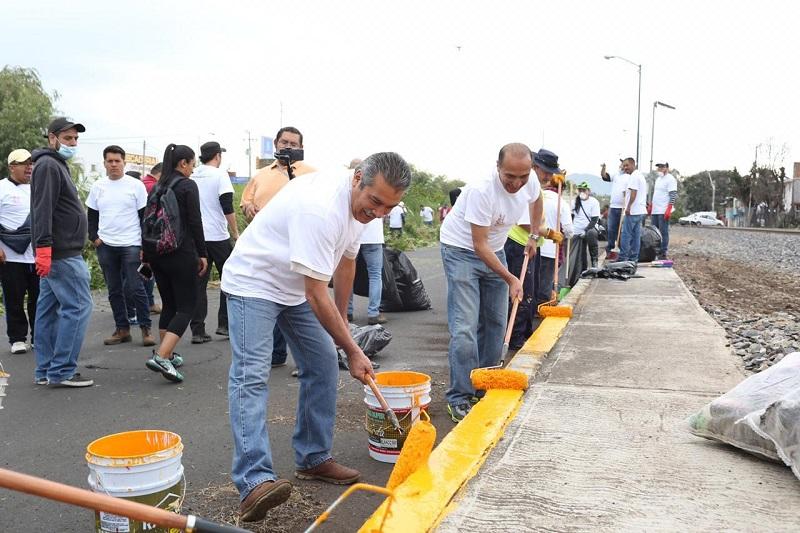 Morón Orozco hizo un llamado al grueso de la sociedad moreliana a sumarse a estas jornadas sociales que realizan grandes faenas en poco tiempo con labores de limpieza, balizamiento, atención a parques y  jardines, entre otras actividades