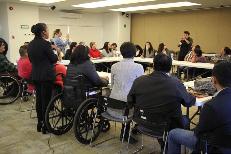 Las propuestas fueron entregadas en mesas de trabajo con los temas, educación y cultura; accesibilidad; vivienda y transporte; desarrollo social y turismo y transporte; entre otros, donde se contó con la participación de más de 200 personas con algún tipo de discapacidad