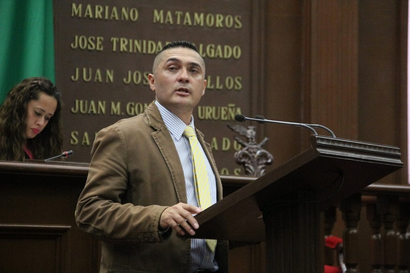 Azael Toledo en la tribuna manifestó deben existir reglas claras sobre el uso del suelo y la protección a los bosques