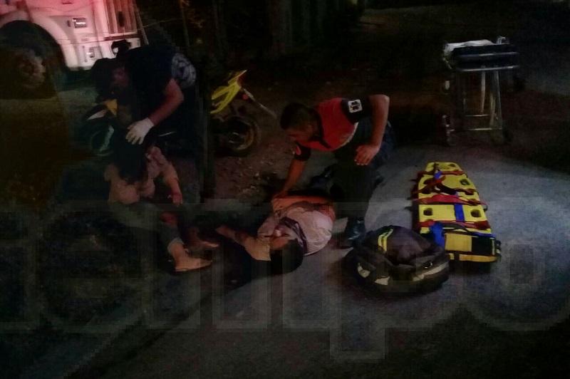 Las víctimas fueron identificadas cómo José Juan A., de 26 años y Paola V., de 21 años de edad, los cuales fueron trasladados a un hospital privado para recibir atención médica