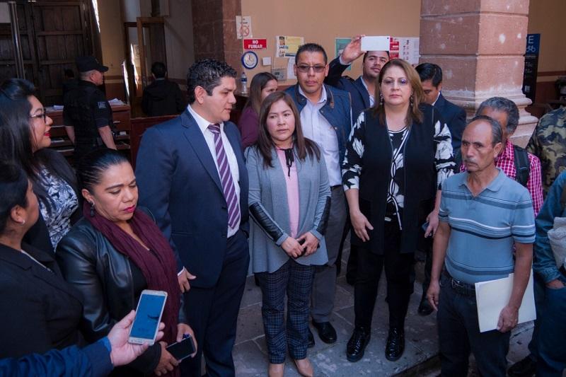 Los docentes aceptaron la propuesta del diputado Toño Madriz Estrada para integrar mesas de trabajo dirigidas a diseñar el presupuesto en materia educativa