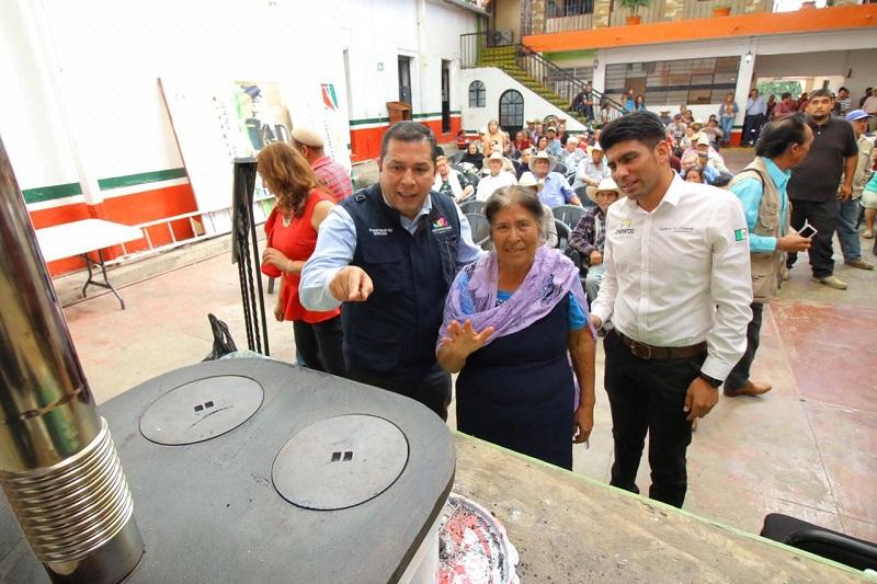 Juan Carlos Barragán se entrevistó con los alcaldes Juan Luis Contreras Calderón y Juan Audiel Calderón Mendoza, de Churintzio y Santa Ana Maya, respectivamente