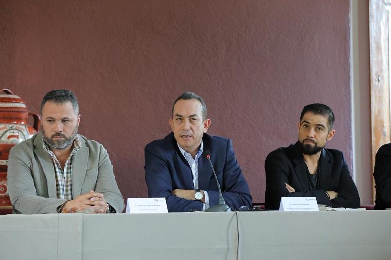 Soto Sánchez, acompañado del secretario general del partido, Manuel López Meléndez, participó en dicha reunión, donde el gobernador conminó a los alcaldes a trabajar juntos, desde cada trinchera, por un mejor Michoacán