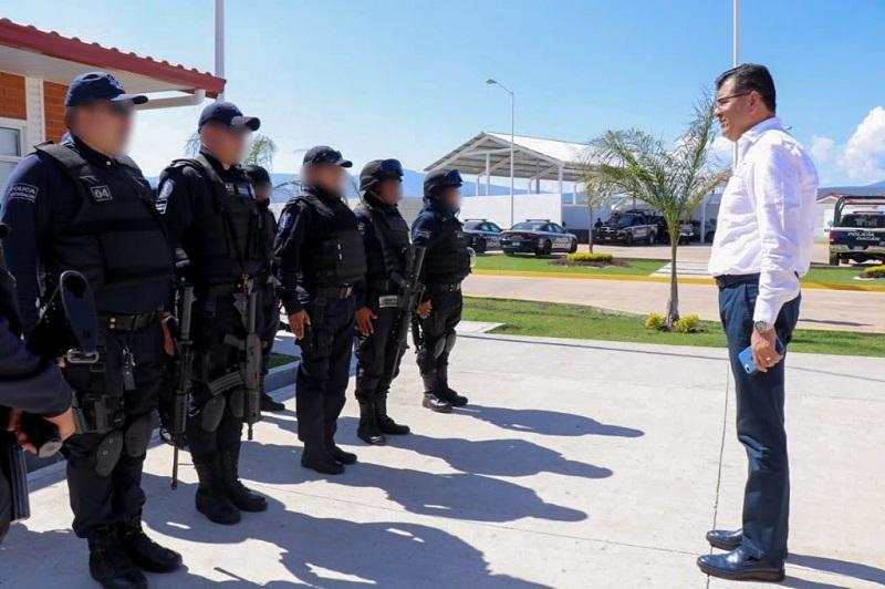 """""""Somos el único estado del país con una inversión histórica, que ha regionalizado la operación policial, y la que está acercando servicios. Vamos a la mitad del camino y ya llevamos 6 cuarteles y dos más en construcción"""": Juan Bernardo Corona"""