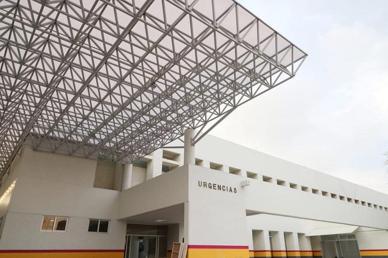 Durante un recorrido de supervisión, Carpio Ríos constató que los trabajos para la rehabilitación del área de Urgencias, Observación de Adultos y Cirugía Ambulatoria, están casi concluidos
