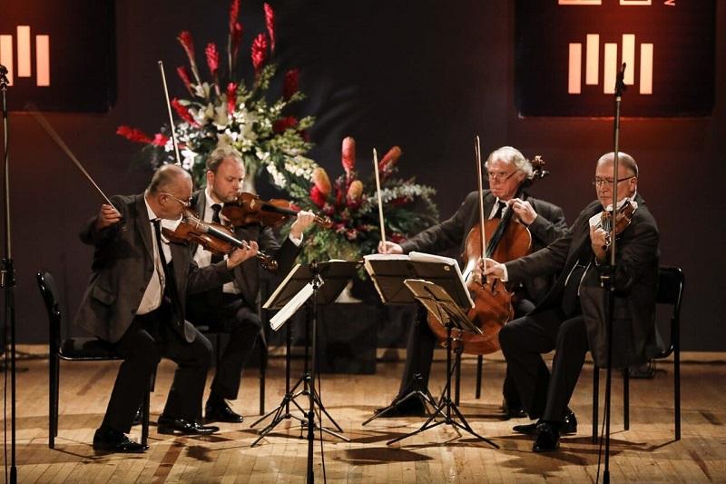 El Janáček String Quartet fue formado en 1947 por estudiantes del Conservatorio de Brno en lo que actualmente es la República Checa