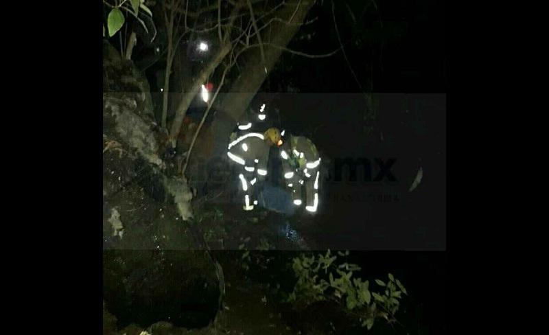 Su vehículo se precipitó a las aguas del Río Taximaroa, de donde lo sacaron los servicios de emergencia locales, desde ese momento los rescatistas y la policía  empezaron la búsqueda del funcionario municipal Elí Moren
