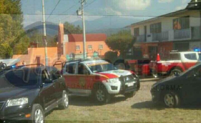 """El hecho ocurrió cuando reportaron al número de emergencias 911 una explosión en la carretera Zitácuaro - Morelia a la altura del Rastro Municipal, en un negocio de tortillas denominado """"La Cabañita"""""""