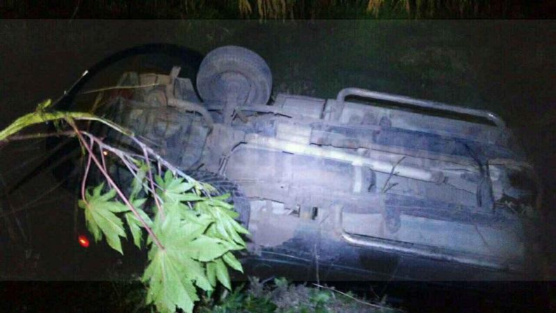 Al lugar acudieron elementos de la Policía Michoacán, así como de Protección Civil de Numarán, los cuales rescataron al conductor indicando el personal que se encontraba en aparente estado de ebriedad