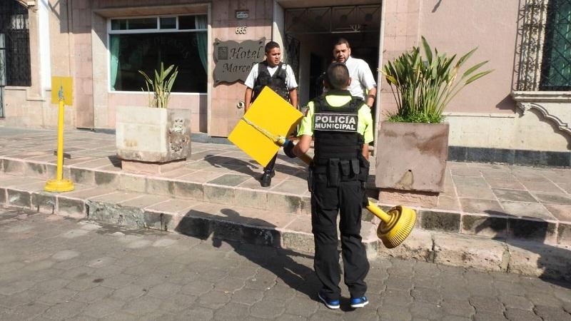 Suárez Bucio compartió que para prohibir el estacionamiento frente a locales comerciales o domicilios, los interesados pueden acudir a solicitar un permiso para el balizamiento de espacios, pero aclaró que no incluye la instalación de algún objeto