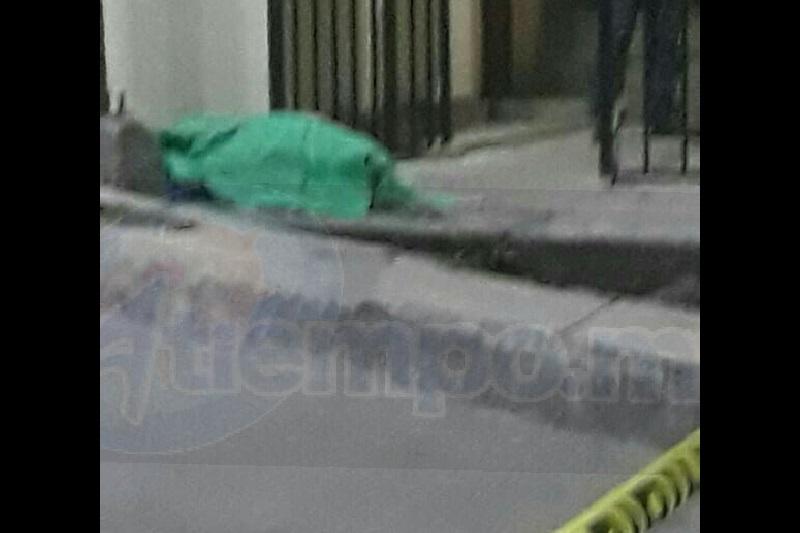 Personal de la Policía Michoacán, elementos de Bomberos y Protección Civil arribaron al lugar del incidente donde detectaron que la persona ya no presentaba signos vitales