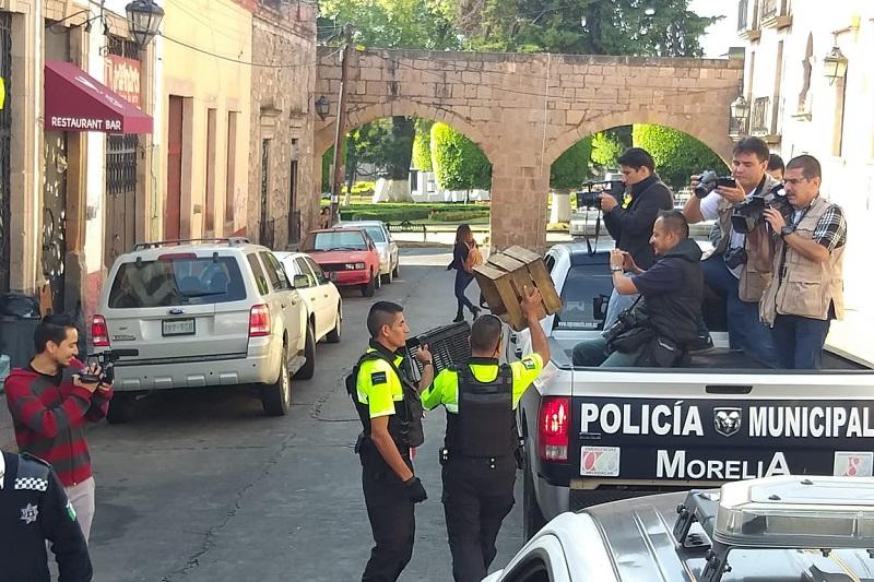"""Julissa Suárez expuso que los ciudadanos también pueden ayudar a la policía llamando al teléfono 113-50-00, la cual atenderá la queja ciudadana, """"a la brevedad posible"""", y la autoridad acudirá a retirar el obstáculo que se haya colocado"""