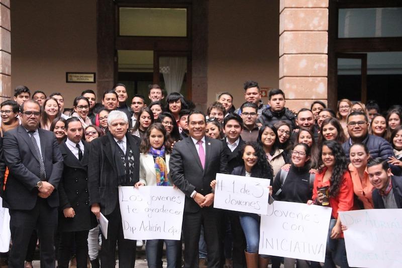 López Solís subrayó que hoy más que nunca se debe de dejar patente el compromiso de este Poder por legislar a favor de los jóvenes