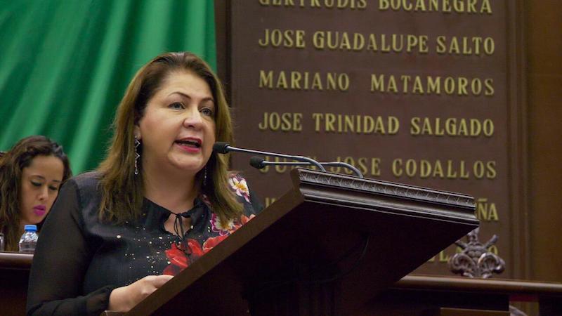 """""""En esa danza de las cifras y los sueldos, el más afectado, es el pueblo michoacano, pues con resultados de la administración que están a la vista, no se justifica que un funcionario gane 40 veces más de lo que gana el más pobre de los obreros pobres"""": Portillo Ayala"""