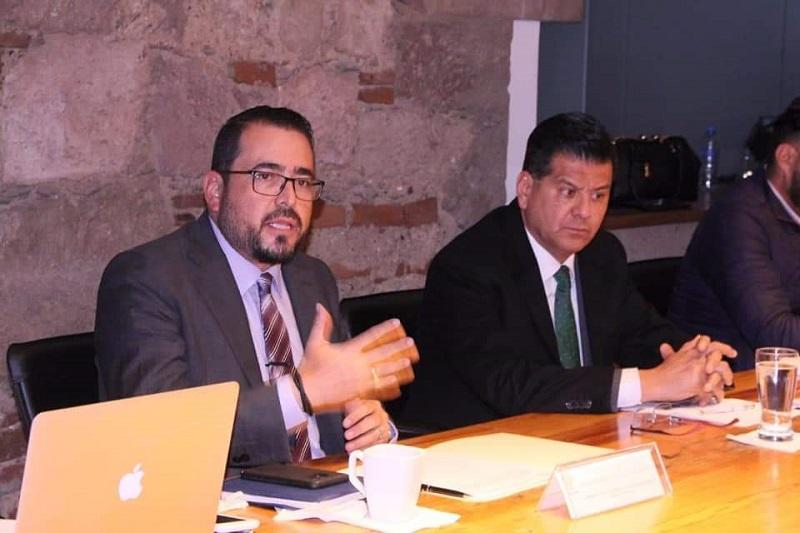 El diputado del PRD señaló que se abordó el programa de Blindaje Michoacán y que el funcionario estatal, les informó de la adquisición de diez mil cámaras, la construcción de los complejos administrativos y policiales en el estado, entre otros