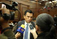 Estrada Cárdenas recordó que Andrés Manuel López prometió que el Ejército Mexicano regresaría a sus cuarteles, pero a unos días de que rinda protesta como presidente de México no sólo aumentará la responsabilidad de la seguridad a las fuerzas armadas, sino que les dará mayores atribuciones