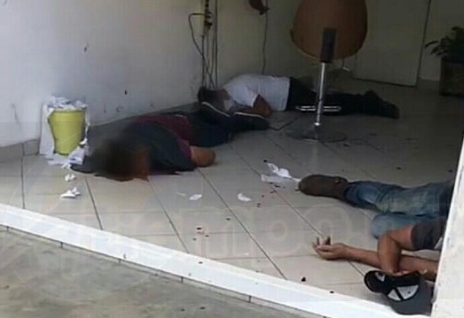 Testigos pidieron el apoyo de una ambulancia de Protección Civil Municipal cuyos paramédicos auxiliaron a los lesionados y los trasladaron a un hospital. (INFORMACIÓN: RAFAEL PINEDA)